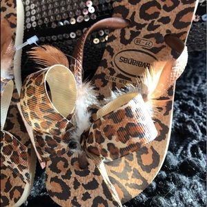 Other - Flip flops w feathers and bows size 11